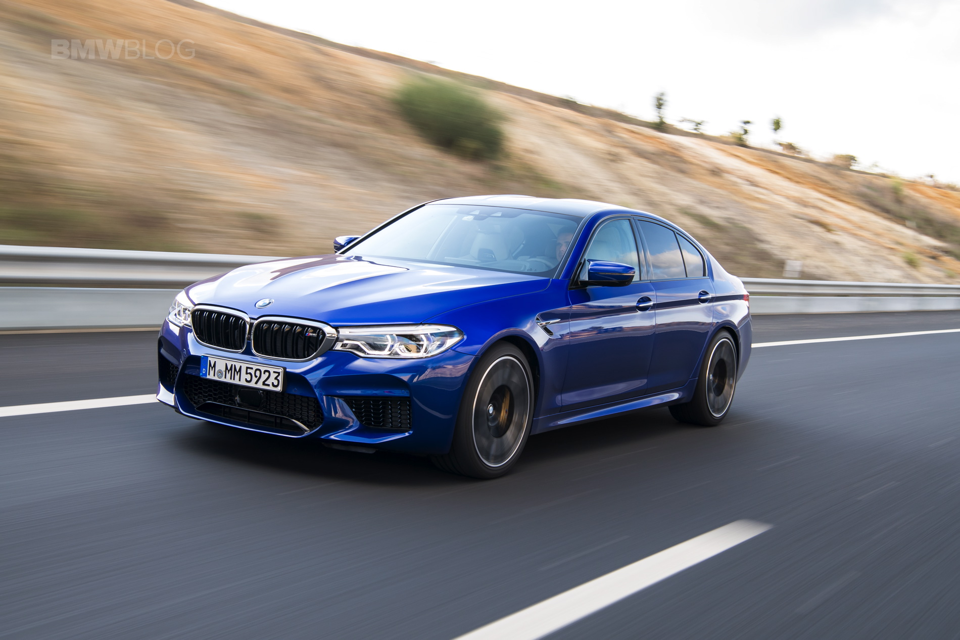 Carwow drives the BMW M5 - Is it faster than a Mercedes ...