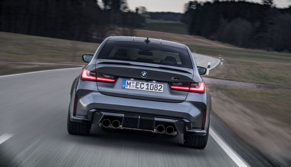 All-wheel drive improves in 0.4 seconds from 0 to 100 km / h, reaching it in 3.5 seconds